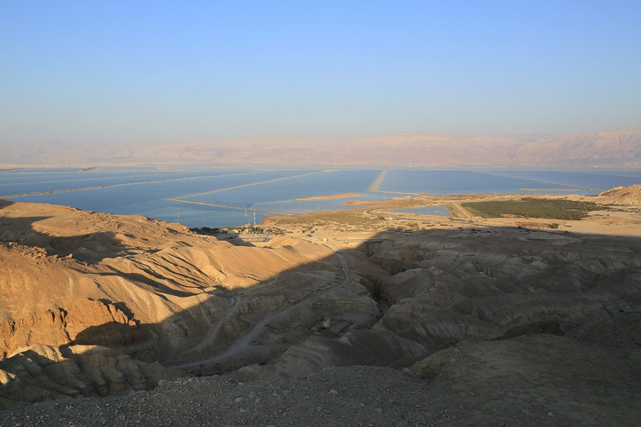Das Tote Meer mit den Rückhaltebecken im Südteil