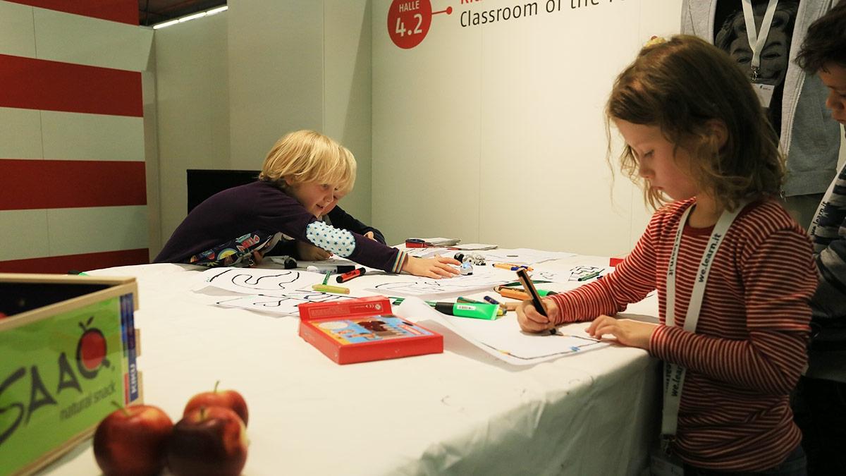 Im Klassenzimmer der Zukunft lernen die Schüler spielend …