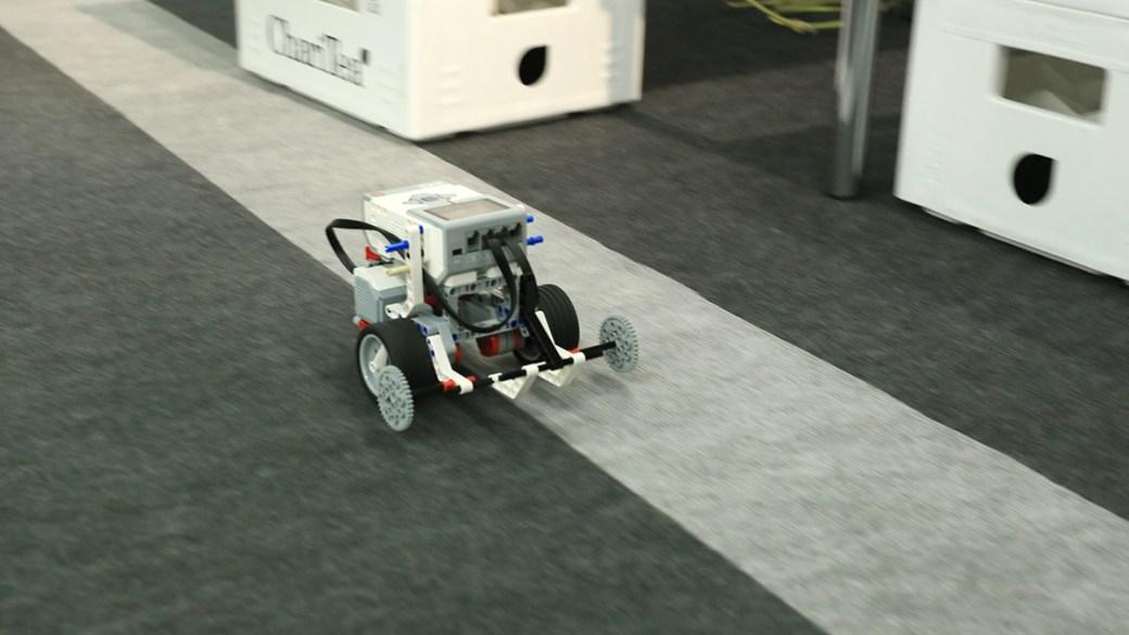 … den Roboter fahren!