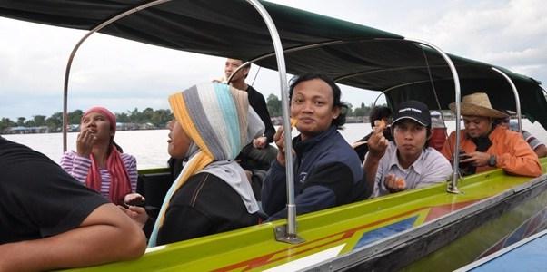 Jurnalis-jurnalis mengunjungi Kalimantan.