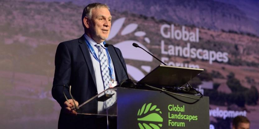 Jochen Flasbarth, Sekretari Kementerian Lingkungan Hidup, Konservasi Alam, Keamanan Bangunan dan Nuklir Pemerintah Jerman, saat berbicara pada Forum Bentang Alam Global 2016 di Marrakesh.