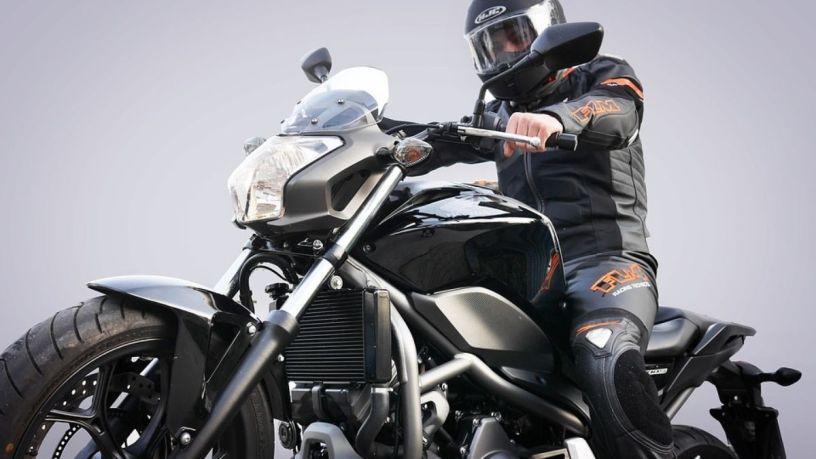 ¿Sabes elegir una buena chamarra de motociclista?