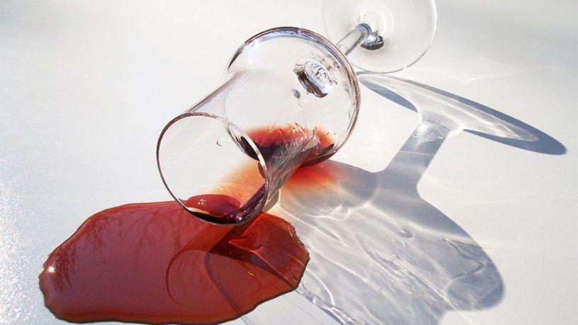 ¡Deshazte de las manchas de vino de una vez por todas!