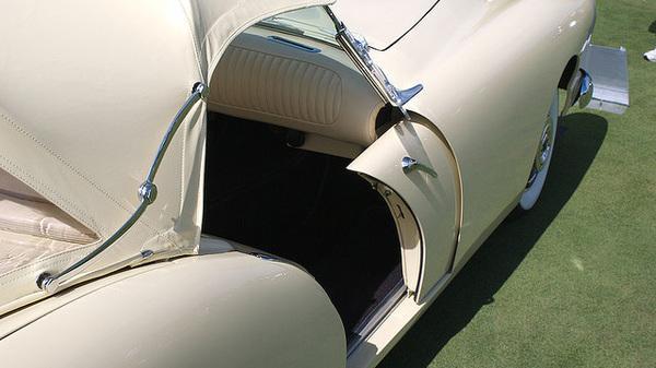 usi interioare glisante pe lateral masina