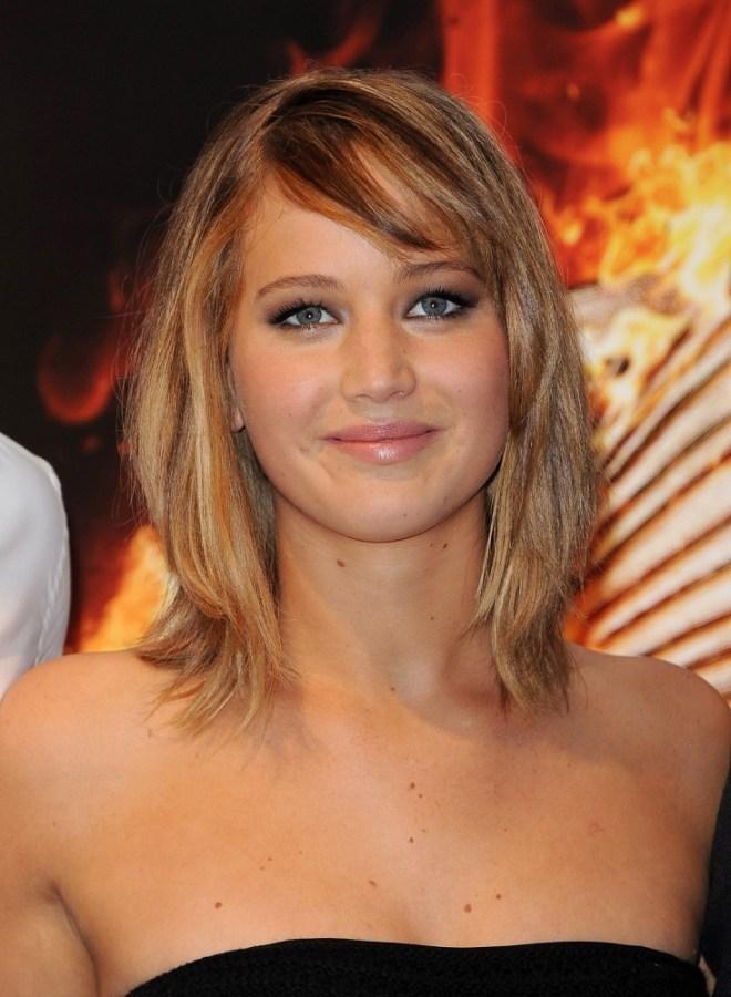 Jennifer+Lawrence+Hunger+Games+Stars+Pose+-tmwToEXSW0x