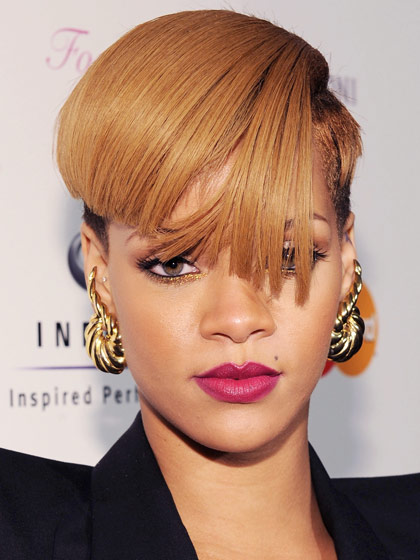 rihanna-2009-golden-blonde1