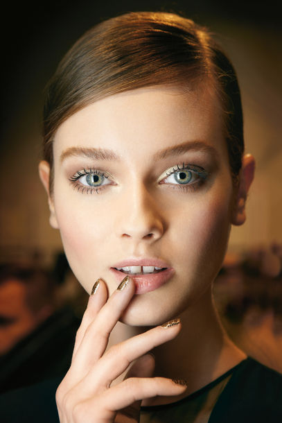 dior-beauty-backstage_article_gallery_portrait