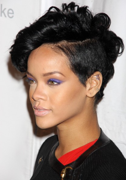 Rihanna-purple-eyeshadow