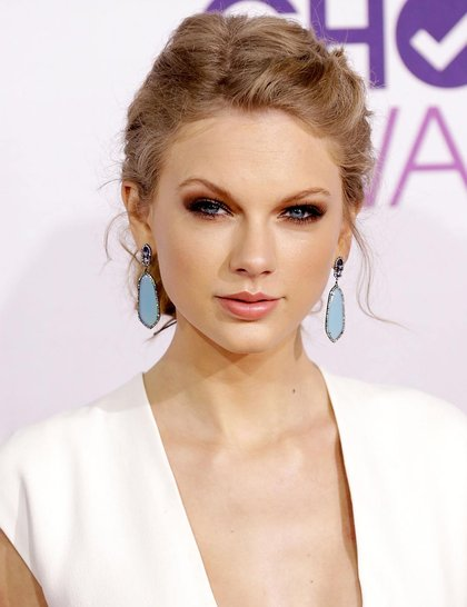 Taylor-Swift-at-Peoples-choice-Awards1