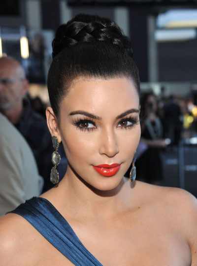 0914-kim-kardashian-red-lips-fashion-week_bd