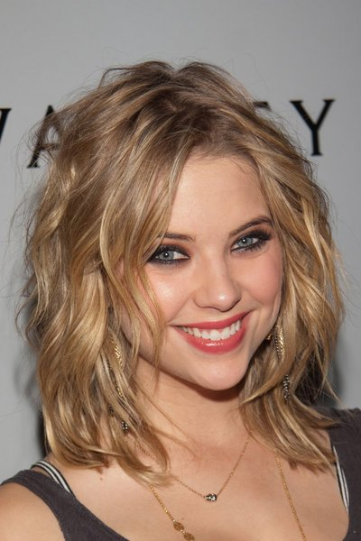 Un trucco intenso, ma dalla forma contenuta per Ashley Benson