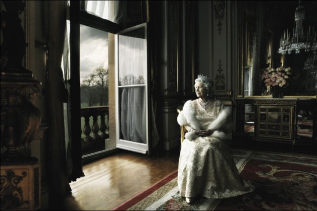 queen-elizabeth-ii-by-annie-leibovitz-01-big