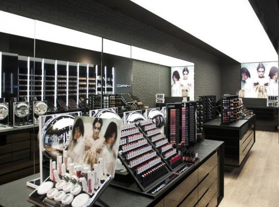 MAC-Cosmetics-store-by-Pinkeye-Liege