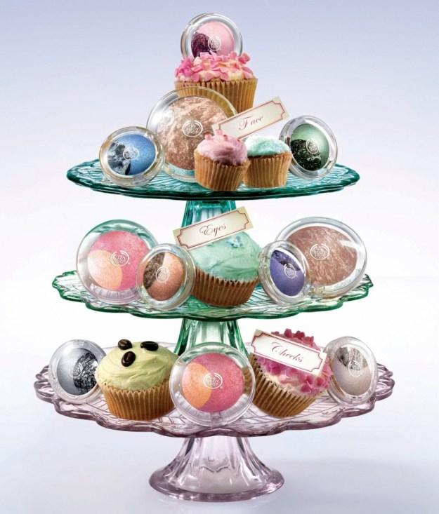 se poi volete metterci anche qualche dolcetto o cioccolatino per togliervi uno sfizio ogni tanto... fate pure! :D