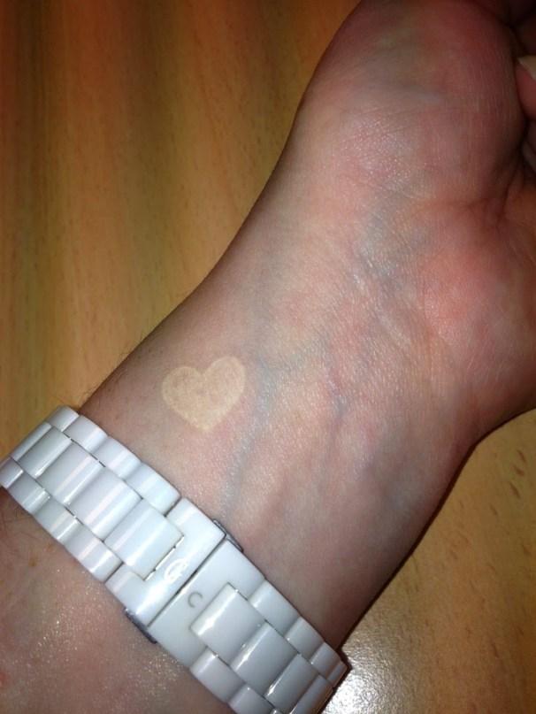 piccolo e discreto. Se volete un tatuaggio e magari fate un lavoro che non vi permette di mostrarlo, ecco, forse questo fa per voi!