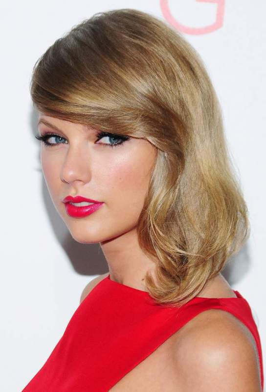 Taylor-Swift-hair-makeup-The-Giver-premiere