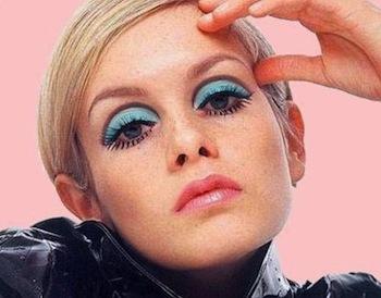 twiggy-blue-eyeshadow-portable-mod-60s