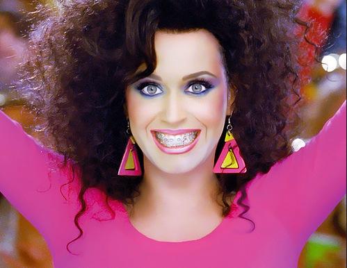 :D l'onnipresente Katy! In 'Last friday night' la ritroviamo conciata così! CI PIACE! :D
