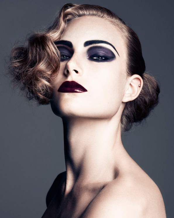 dark-purple-eyeshadow