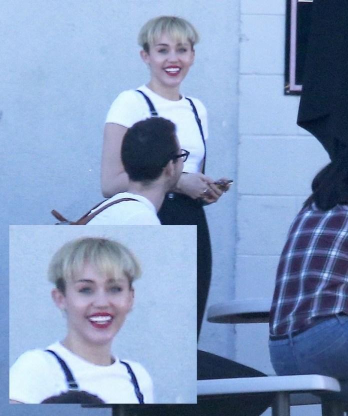 Miley-Cyrus-Debuts-Weird-Bowl-Hairdo-417208-2
