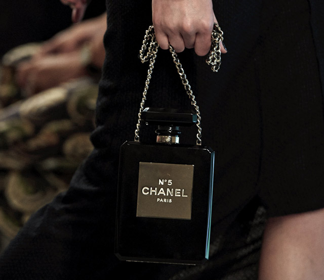 chanel-no-5-perfume-bottle-clutch-black