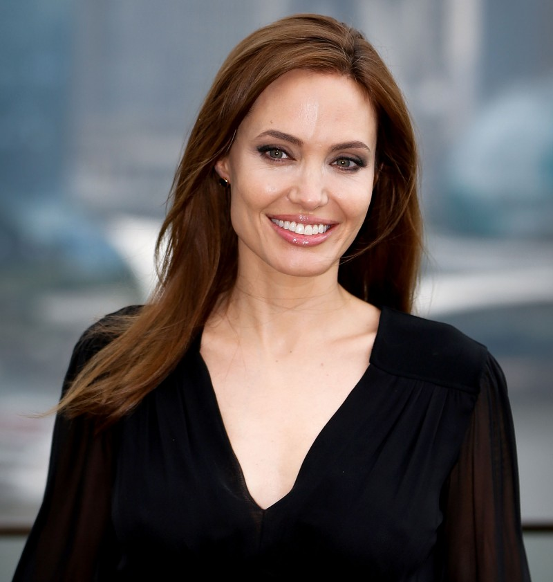1409759921_angelina-jolie-zoom