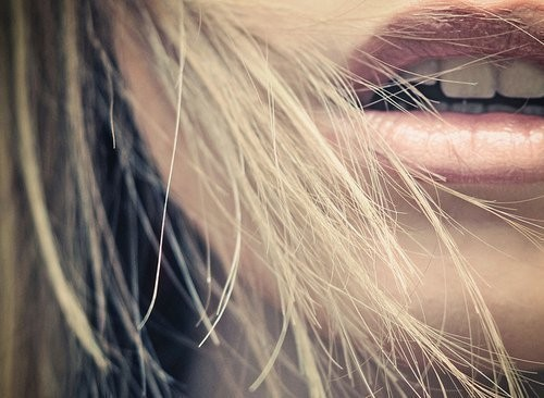 beauty-blonde-hair-lipgloss-lips-Favim.com-208517