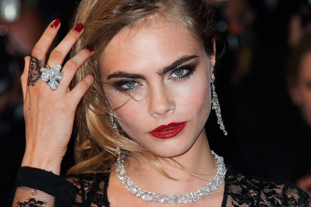 257-cara-delevingne-worked-her-trademark-1000x0-1