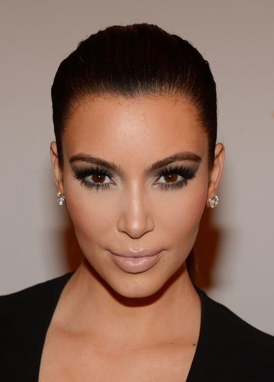 kim-kardashian-smoky-eyes-makeup-look
