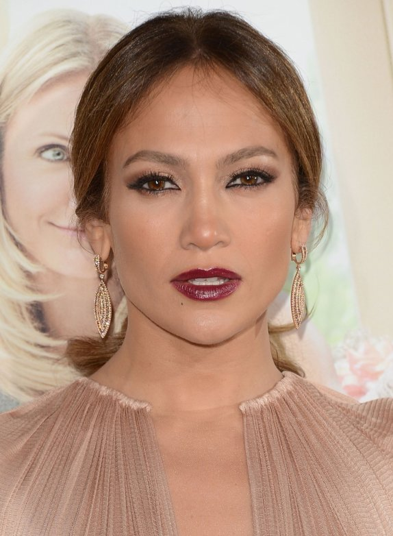 Jennifer-Lopez-2012-Makeup-at-What-to-Expect-When-Youre-Expecting