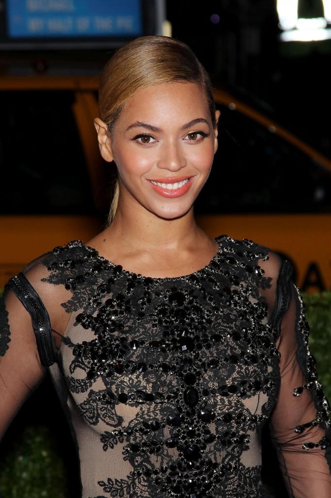 Beyonce - 2012 Metropolitan Museum of Arts Costume Institute Gala-08