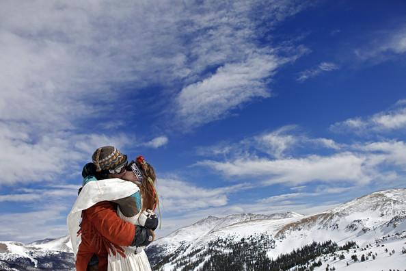 Dan+Vardamis+Skiing+Couples+Wed+Atop+Colorado+YjEwiUcY_OGl