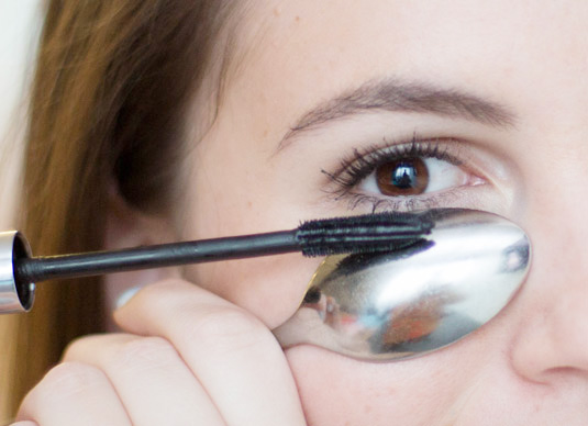 how-to-apply-mascara-on-eyes