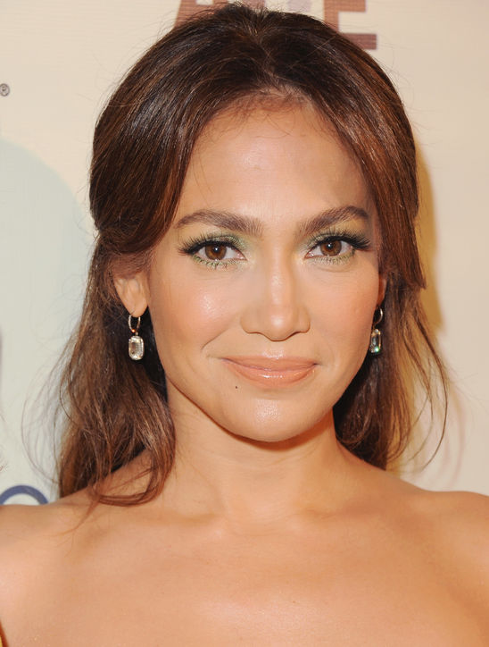 jennifer-lopez-green-eyeshadow-makeup-h724