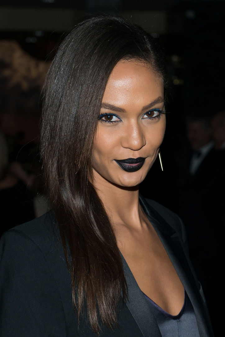 joan-smalls-black-lipstick-blue-eyeshadow-w724