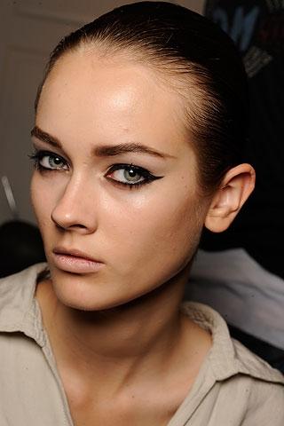 oscar_de_la_renta_eyeliner
