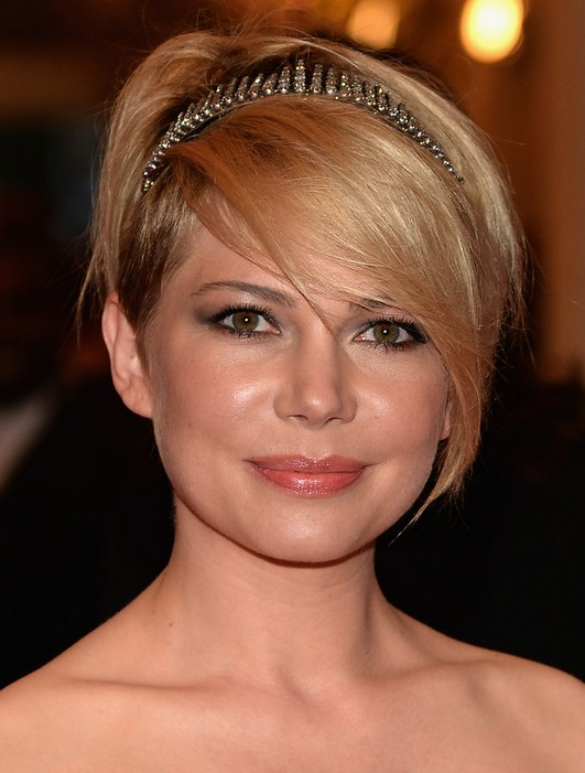 Michelle-Williams-Short-Hair-with-Headband-for-Round-Faces