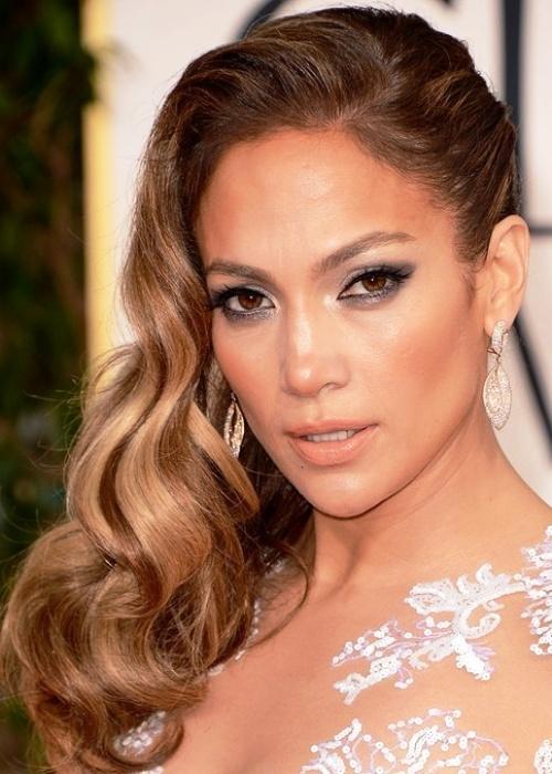 Best-Celebrity-Makeup-Looks-for-Brown-Eyes_08