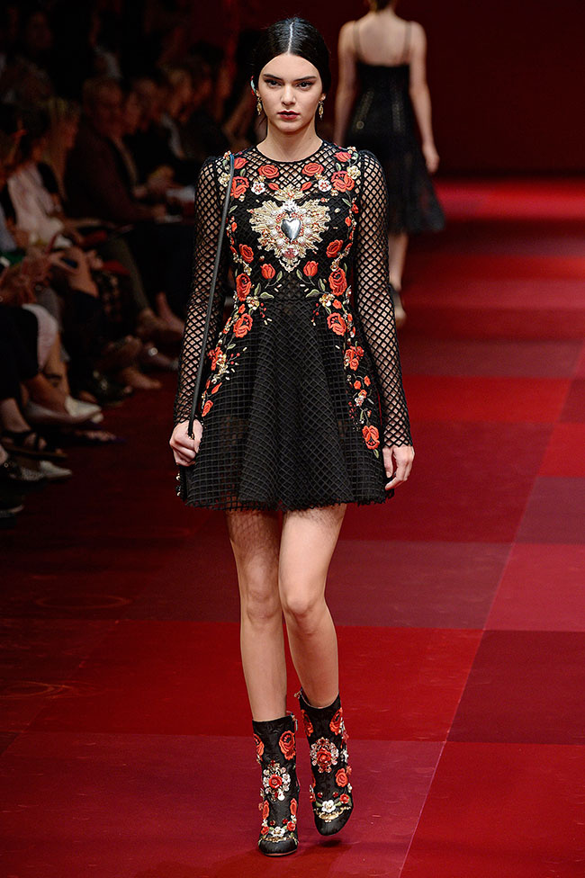 2-kendall-jenner-leads-the-pack-at-dolce-gabbana-650