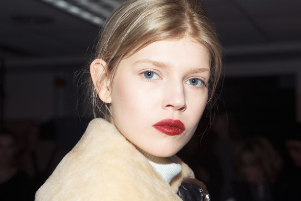 phillip-lim-backstage-beauty-fall-2015-41-613x409