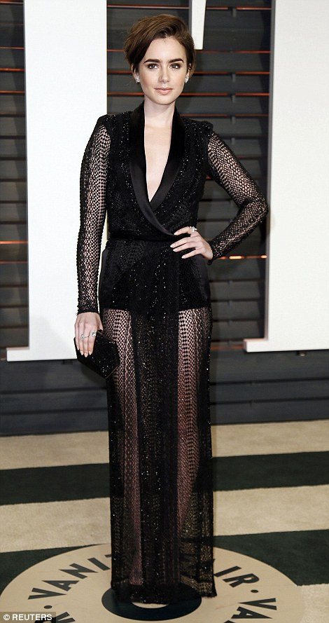 25FC0D5F00000578-2964931-Actress_Lily_Collins_flashed_the_flesh_in_a_backless_dress-a-91_1424691131775