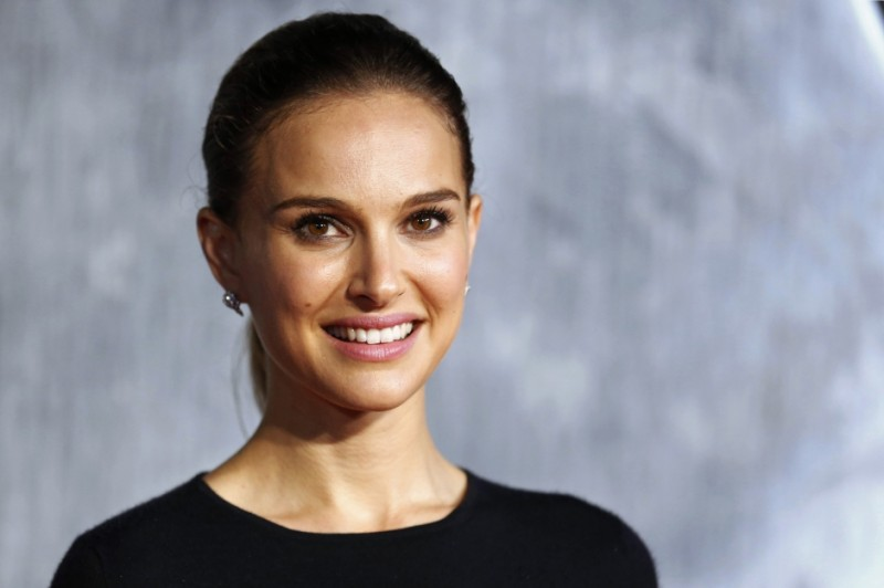 Natalie-Portman-Je-veux-tourner-en-France_article_landscape_pm_v8 (1)