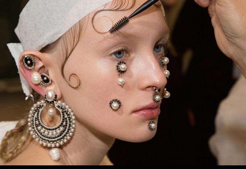 givenchy-backstage-beauty-03