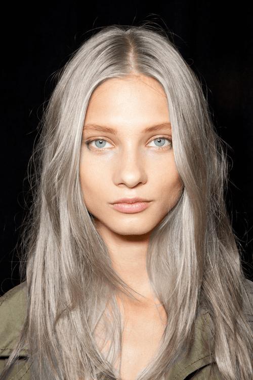 Granny hair  lo stravagante trend dei capelli grigi 807158ccb064