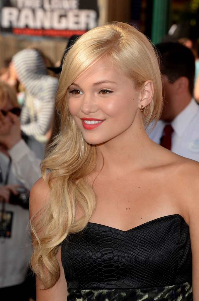 Olivia-Holt---The-Lone-Ranger-premiere--06