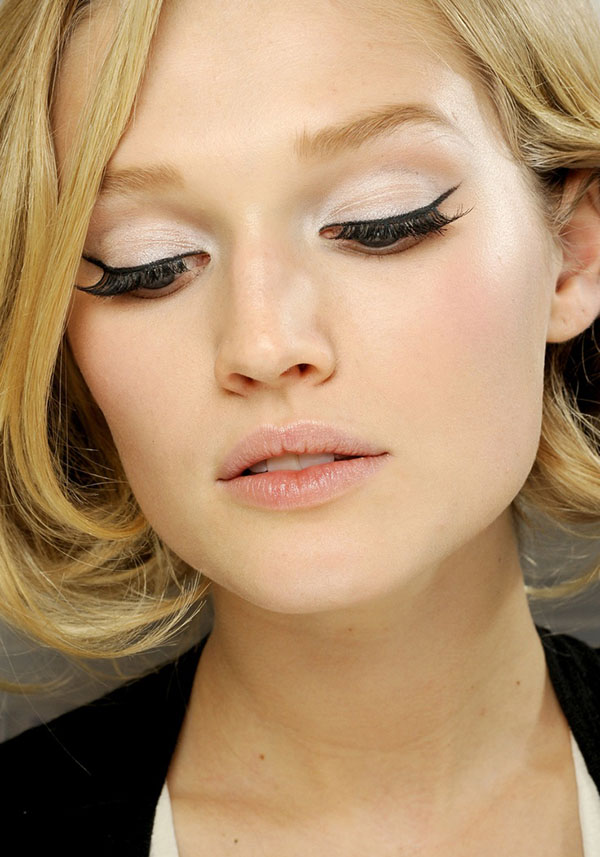 How-to-wear-winged-eyeliner-in-the-daytime