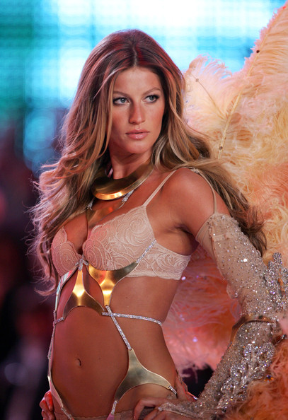 Gisele+Bundchen+Victoria+Secret+Fashion+Show+_vYY03w5gYjl
