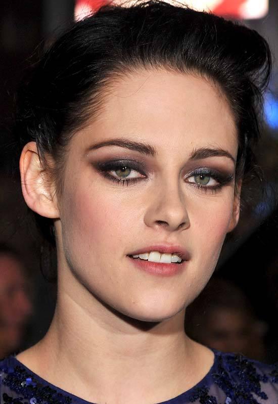 Kristen-Stewart-s-pretty-makeup-makeup-29322142-550-799