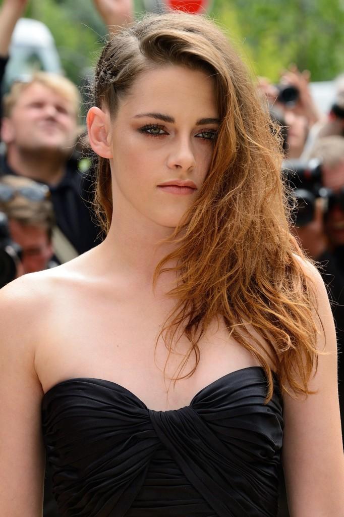 Kristen-Stewart-Vogue-4Jul13-PA_b