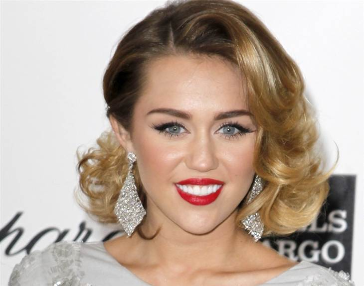 120806-349886-120806-ent-miley-hmed.blocks_desktop_large